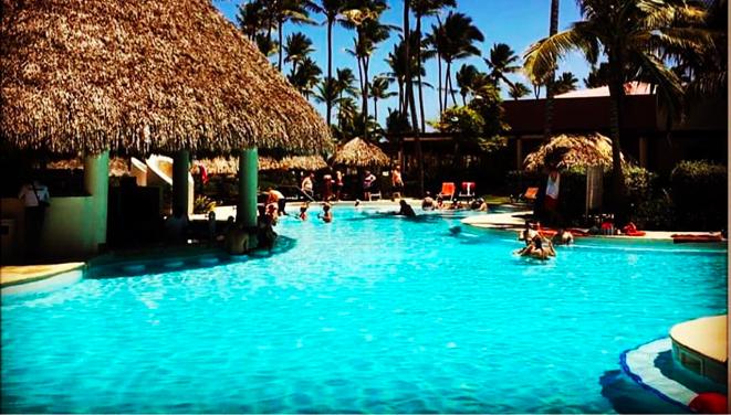 Secrets Society October Spotlight: Posing Poolside at Secrets Resorts!